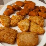 Zwei Sorten Fisch und Hähnchennuggets