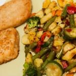 Gemüse mit Bratkartoffeln und leckeren Fisch-Burger-Patties