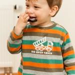 Liam mag die Mundharmonika
