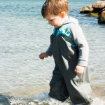 Noah konnte es nicht lassen und hatte danach trotz Gummistiefeln klatschnasse Füße.