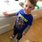 Unser Ninja Turtle posiert mit neuen Schuhen.