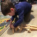 Liam versucht sich als Architekt.