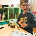 Derweil baut Noah zu Hause fleißig Lego zusammen.