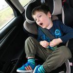 Liam übersteht die Rückfahrt gut gelaunt.