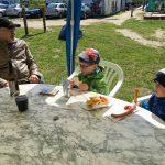 Mittagessen gibt's im nahegelegenen Kindermotorland