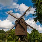 Auch die Windmühle war für die Jungs interessant.